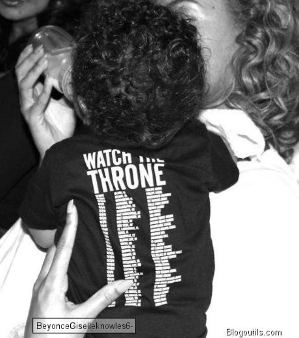 Beyonce avec Jay-Z sur une balançoire en robe longue rose et blanche