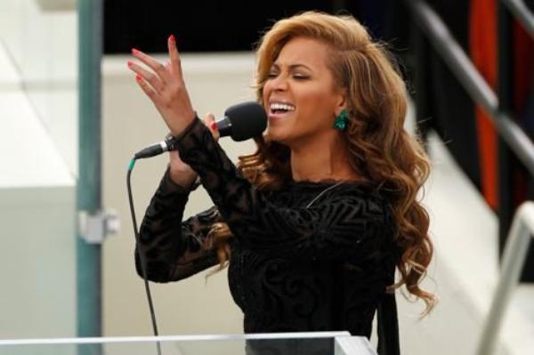 Investiture d'Obama : Beyoncé aurait chanté en playback                Investiture d'Obama : Beyoncé chante l'hymne américain
