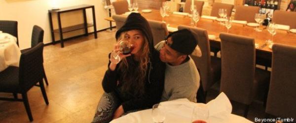 Beyoncé veut prouver qu'elle n'est pas enceinte en publiant une photo où elle boit du vin