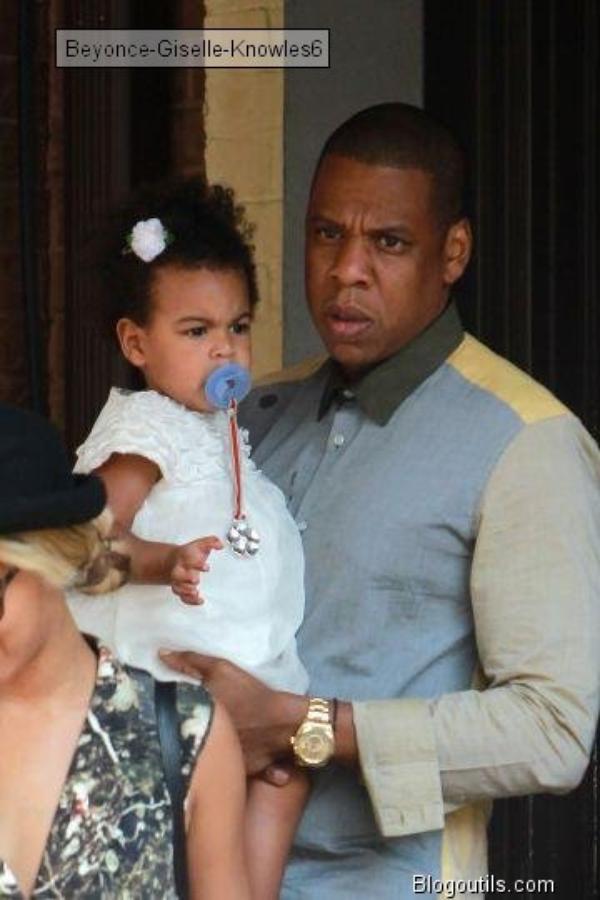 Michelle Obama première fan de Beyoncé La First Lady est ses filles ont assisté à un concert de Queen B     ,  Beyoncé, Jay Z et Blue Ivy se promènent à Toronto