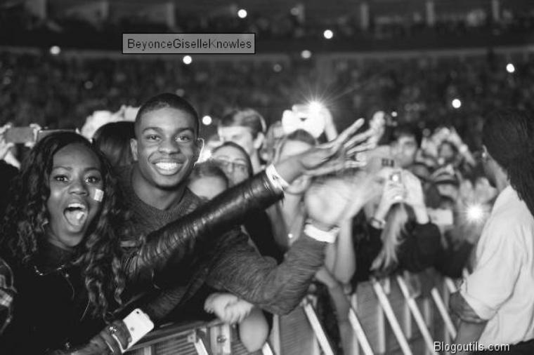 Beyonce en concert THE MRS CARTER SHOW a Londres, Beyoncé : Viendra-t-elle en aide à son père, ruiné ?