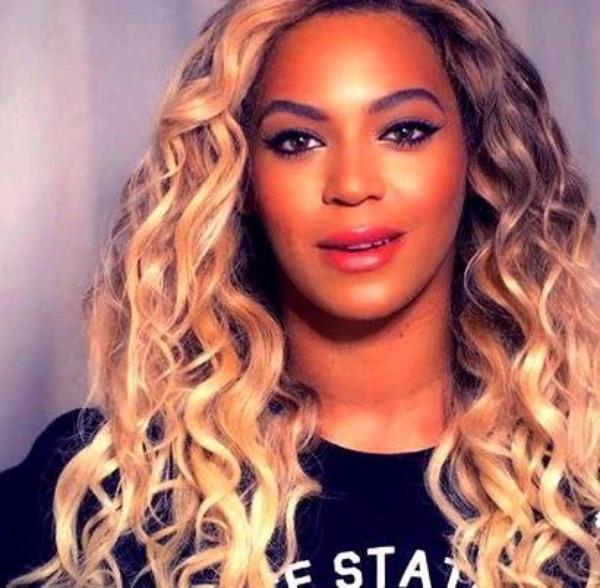 Beyoncé poursuivie par deux fans