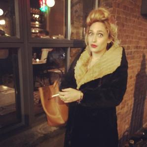 16/12/2014: Jemima et ses amies/collègues/co-stars de la série GIRLS ont fait un shooting et donné une interiew pour Entertainment Weekly... J'ai hâte que ça soit en kiosque et qu'on puisse lire tous ça ! En tout cas la mise en scène est très jolie du girly à la Shoshanna (de 40ans) lol et Jem est magnifique.