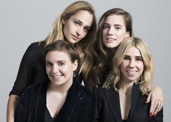 Ca y est la promo de la saison 5 de Girls commence. Les filles ont comme chaque années pratiquement fait un photoshoot et données une interview pour Entertrainment Weekly. Le shoot est sublime j'espère qu'on aura plus de photos dans les prochain jour.