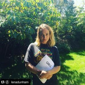 Jemima parle de ses gouts musicaux dans le magazine NME. N'ayant pas de nouvelles photos pour illustrer l'article je vous poste pour l'accompagner une photo de Jemima pour la Magazine VanityFair France qui date du mois de Mars 2016