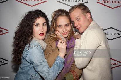 27/04/2016:Jemima était au Free Arts NYC. Parfaite avec son look un peu femme fatale.