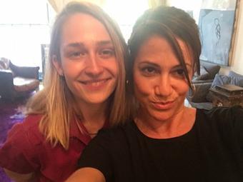 Jemima interviewée par Anna David's pour son podcast You've got an Issues où les deux filles parlent des vêtements neuf qui font usés. (D'ailleurs en parlant vêtement j'adore la combi de Jemima)