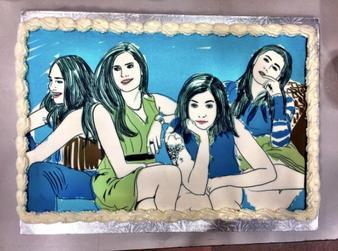 07/10/2016: Jemima a retrouvé Allison et Lena (ainsi que d'autres personnes de l'équipe de Girls) pour déguster un petit gâteau et tourner la page de la série dans la bonne humeur. Elle est juste sublime et ça fait plaisir de la revoir avec ses anciennes co-équipières.