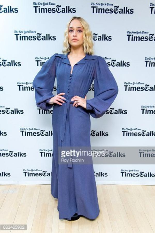 01/02/2017:Les Girls étaient auNYU Skirball Center pour un live Times Talk.Jem portait une robe un peu vieillotte mais qui lui va très bien.