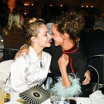 01/05/2017: Jemima était au MET Gala comme l'année dernière et niveau tenue elle portait du Chanel. Personnellement j'adore même si niveau Make Up j'ai toujours du mal avec ses excentricités pour cet event...