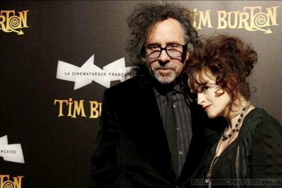 04/03/2012 Helena est actuellement à Paris avec son compagnon Tim Burton pour une exposition en honneur de ce dernier!