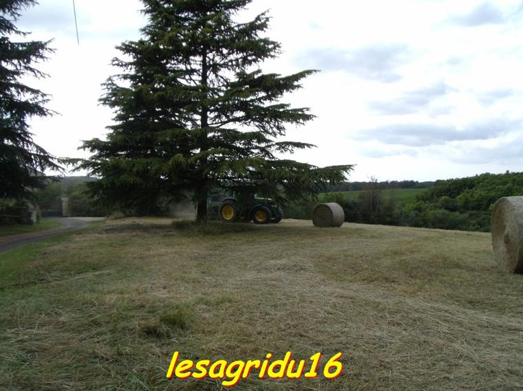 pressage du foin 2012 avec le john deere 6800 et la presse john deere 582
