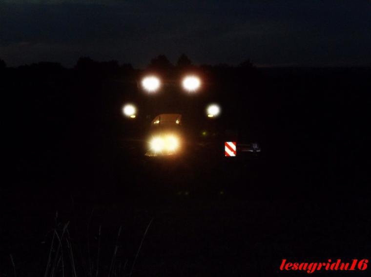 Déchaumage avec un Renault Ares 720 rz et un  Déchaumeur KUHN