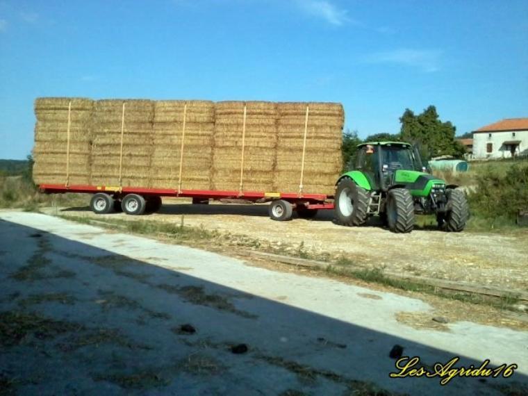 Transport de paille 2013 John Deere 6920 et Deutz -Fahr TTV 1160