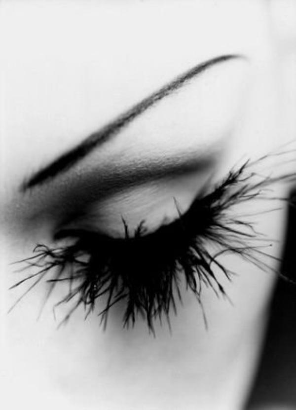 Ferme les yeux et ressens toi.....ressens moi et dit moi ce que tu entends......
