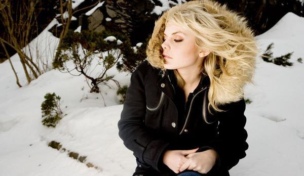Blonde / Les amours dévouées. (2011)