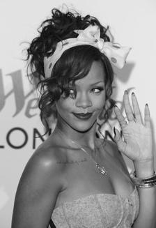 Rihanna Vs Adèle..3