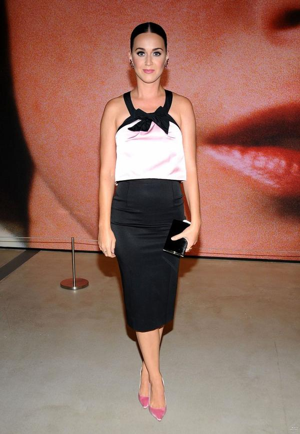 "Katy Perry - VISITING THE EXHIBITION ""IMITATION OF LIFE"", LA"