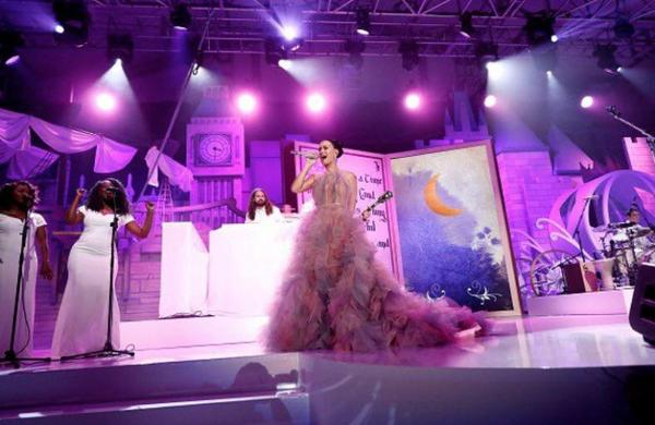 "Katy Perry - performs at the 2016 Children's Hospital ""Once Upon a Time"" Gala in Los Angeles!"