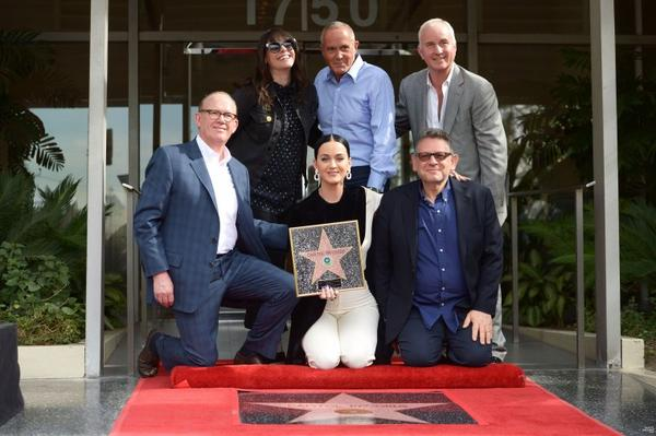 Katy Perry - CAPITOL RECORDS WALK OF FAME (75° BIRTHDAY)