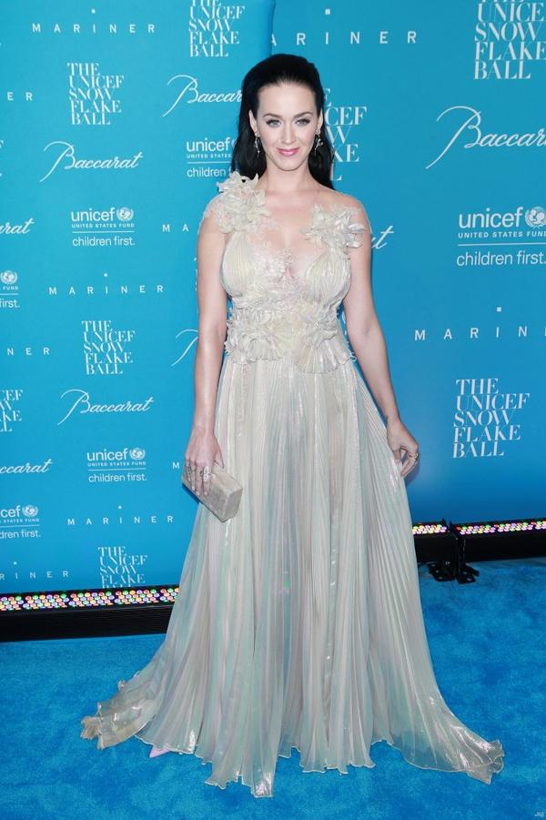 Katy Perry - UNICEF SNOWFLAKE BALL - RED CARPET
