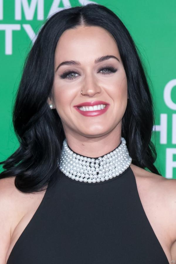 "Katy Perry - AT THE PREMIERE OF ""OFFICE CHRISTMAS PARTY"""