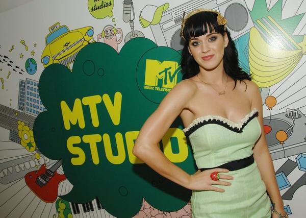 Katy Perry - MTV'S TRL