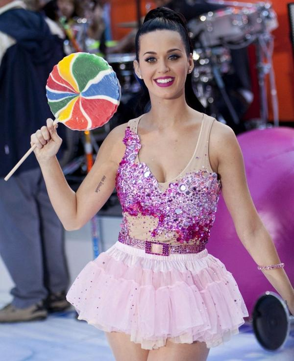 Katy Perry - PERFORMING ON THE TODAY SHOW IN NYC