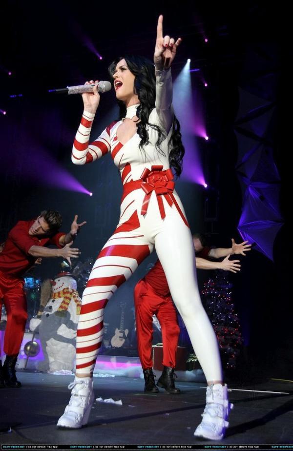 Katy Perry - KISS FM'S JINGLE BALL 2010