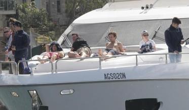 Les Boys en Australie + Zayn et Louis, en fuite à Sydney + L'épisode D'Icarly en intégral + Petites Infos
