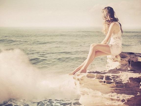 Chaque personne qu'on s'autorise à aimer, est une personne qu'on prend le risque de perdre ...