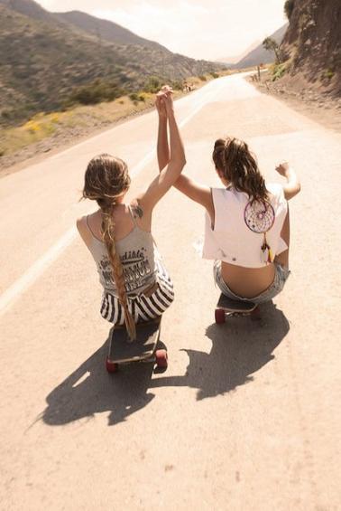 L'amitié c'est quoi ? C'est lorsque tu tombe amoureux, c'est elle qui te rattrape !