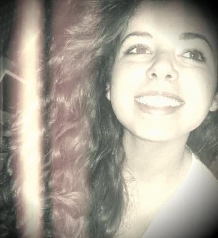 Je sais pas si tu réalises que t'arrives à me faire sourire juste en existant.