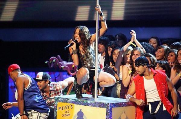 Miley Cyrus / Hannah Montana - Bel exemple !!!!