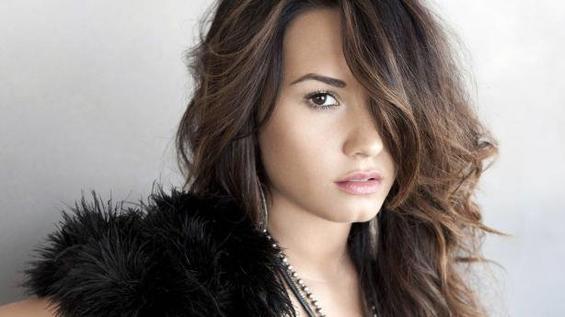 Demi Lovato chante pour les victimes de Newtown
