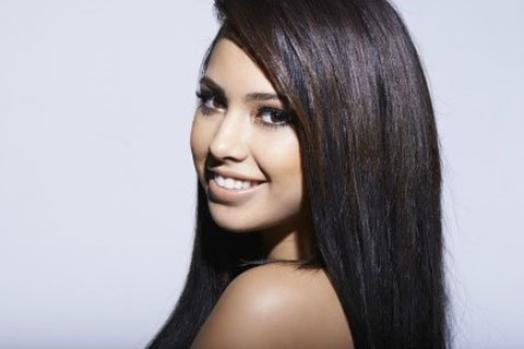 """Jasmine Villegas : découvrez le clip de """"Paint a Smile"""""""