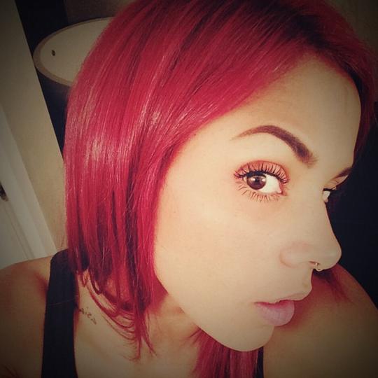 SHY'M revient..avec les cheveux rouges !