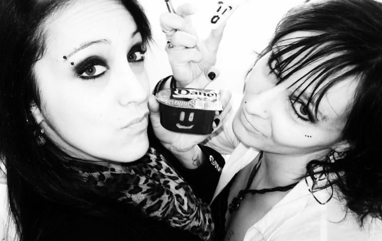 ma soeur qui est aussi ma photographe et moi :D