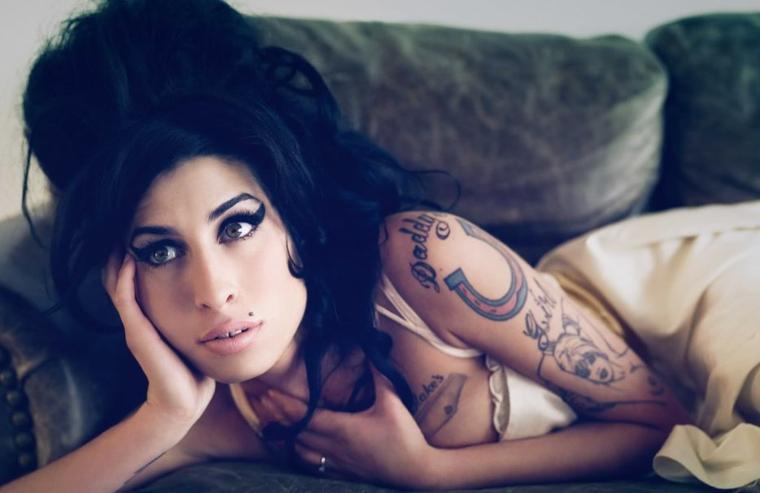 """""""Ce n'est pas important pour moi de mettre les gens à l'aise. Je suis difficile, mais c'est parce que j'en ai rien à foutre."""" # Amy Winehouse"""