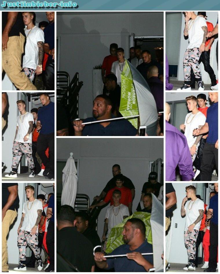 Justin sortant d'un restaurant.