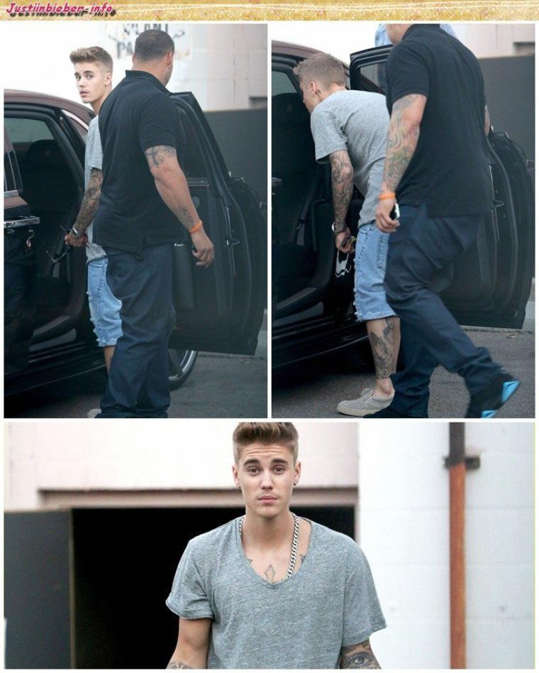 Justin quittant un restaurant  à Los Angeles.