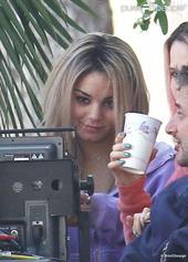 Vanessa Hudgens sur le tournage de Spring Breakers, en blonde.