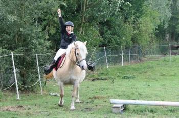 """Article 16 : """" Pour parler à un cheval, il n'y a pas besoin de mots. C'est une étreinte charnelle qui alimente nos rêves. """""""