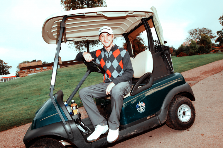 Nouvelle photo de Tom Felton au golf du Celtic Manor Resort