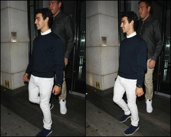 25.06.2012 : Nick & Joe qui sortent d'un restaurant à Londres