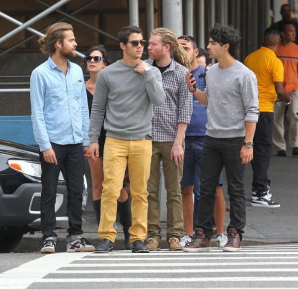 06.10.2012 Nick & Joe ainsi que des amis ont été vu à New-York + Photo de l'Instagram de Joe