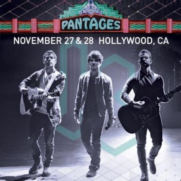 29.10.2012 Les Jonas Brothers avec Ryan Seacrest +Photo Instagram de Joe + Affiche pour les concert à LA