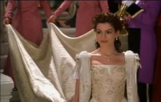 Comme une ressemblance.. bon, sauf qu'il y a une princesse contre une prétendante à Miss Mystic Fall, et puis Chris Pine contre Ian Somerhalder. à part ça..