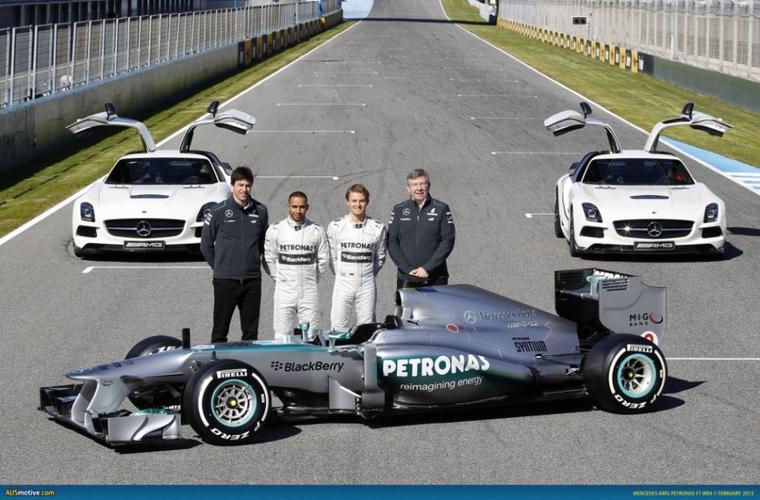 Mercedes distribue 9 millions d'euro de prime à ses employés !