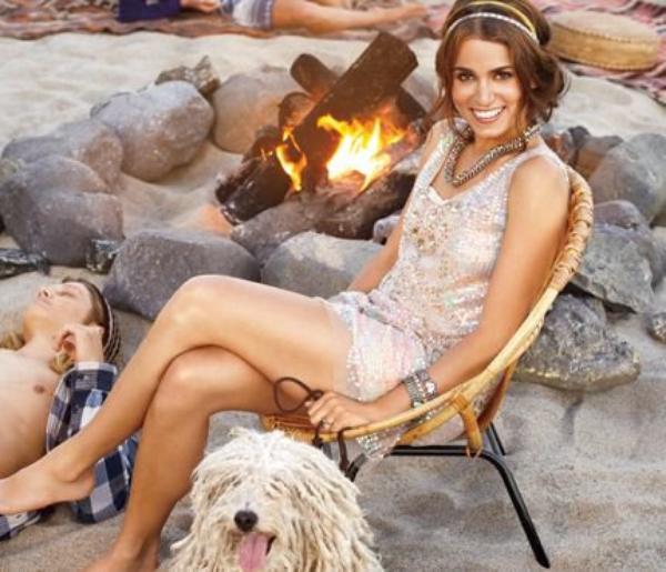 Twilight Nikki Reed Shows Off Robes de soirée ludique et festif dans le magazine Self Top ou Flop ?